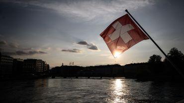 """Depuis samedi après-midi, la région lémanique en Suisse est classée """"zone rouge"""" par les autorités belges : les voyages n'y sont plus autorisées. Quarantaine et dépistage obligatoires en cas de retour."""