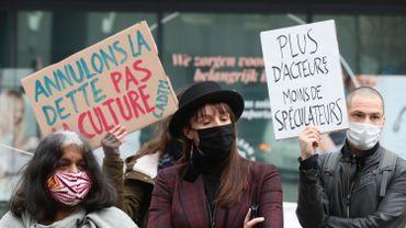"""Coronavirus: la coalition Faire Front crie sa """"soif de culture"""" devant le cabinet de Bénédicte Linard"""