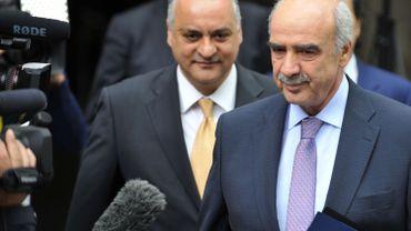 Evangelos Meimarakis (à droite), l'ancien leader étudiant devenu chef de file du parti conservateur grec, Nouvelle Démocratie.
