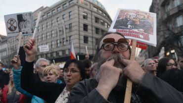 Des milliers de Tchèques ont manifesté à travers le pays contre le gouvernement