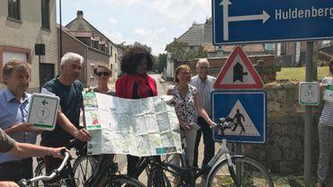 Nouvelles cartes mises à jour, signalétique adaptée, jonctions multiples entre les réseaux cyclables des deux provinces du Brabant... de quoi rapprocher cyclistes wallons et flamands, mais aussi, les députées provinciales du tourisme, Isabelle Kibassa-Maliba (Brabant wallon) et Monique Swinnen (Brabant Flamand).