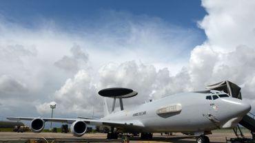Un avion de surveillance AWACS (Airborne Warning and Control System) appartenant à l'armée française.