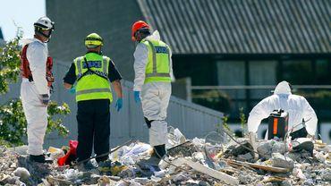 La police scientifique prête à sortir un corps des décombres à Christchurch