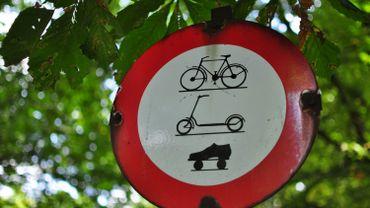 Circuler à vélo dans certains parcs bruxellois est interdit