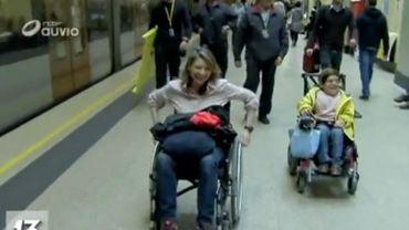 Accessibilité de PMR: Céline Delforge (Ecolo) a pris le métro en chaise roulante