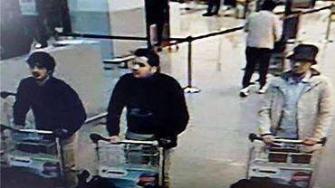A droite sur la photo, Mohamed Abrini, celui qui avouera être le vrai homme au chapeau.