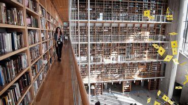 Plus de 550 personnes ont travaillé pendant deux ans pour nettoyer, numériser, étiqueter et relocaliser plus de 700.000 livres et manuscrits