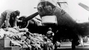 Le nez d'un bombardier américain B17. On distingue ses nombreuses mitrailleuses.