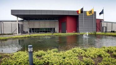 """Cinq gardiens de prison blessés par un """"returnees"""" à Hasselt, le personnel en grève"""