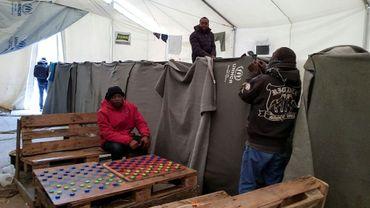 Des migrants dans le camp de Moria à Lesbos le 21 décembre 2017