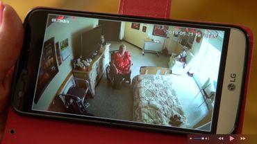 Au Québec, il est légal de placer une caméra de surveillance dans une chambre de maison de repos. Il y a toutefois des conditions et des limites.
