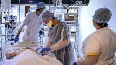 Plus de 3.000 personnes sont hospitalisées en raison du coronavirus en Belgique