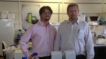 Le docteur Pierre Sonveaux (à droite) avec l'un de ses collaborateurs