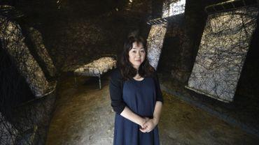 Chiharu Shiota, artiste japonaise, dont la marque de fabrique est surtout ces grandes installations de fils