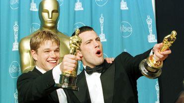 """Matt Damon et Ben Affleck en 1998, lors de leur consécration aux Oscars pour le film """"Will Hunting"""""""