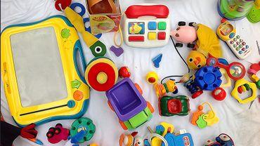 Looops récolte les nombreux jouets qui encombrent les armoires, ceux avec lesquels les enfants ne jouent plus.