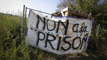 Des manifestants protestaient contre la construction de la prison à Haren.