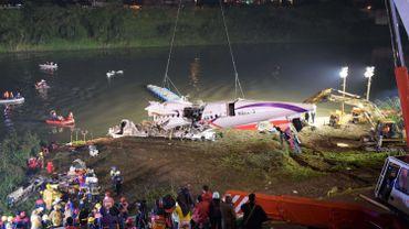 Avion tombé dans une rivière à Taïwan: au moins 25 morts, des survivants