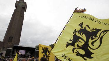 Les drapeaux flamands au pèlerinage de l'Yser, en 2011