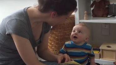 Vidéo : un bébé pleure à la fin de chaque histoire
