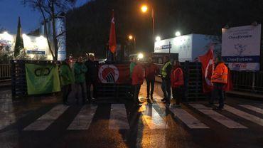 Chaudfonainte : le blocage continue au dépôt Coca-Cola