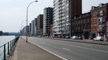 Le long de la Meuse, quai Saint-Léonard à Liège, se dressent des dizaines de tours. Des immeubles où les résidents sont confinés dans des appartements parfois exigus. Nous avons été à leur rencontre pour voir comment s'organise la vie en pleine crise du coronavirus.