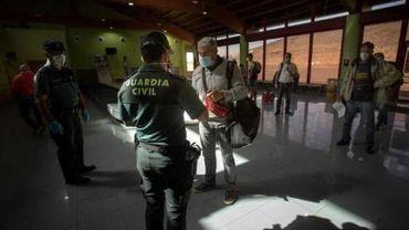 L'Espagne commence à contrôler les arrivées d'étrangers
