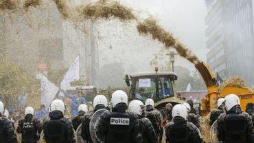 Les images du face à face entre policiers et agriculteurs à Bruxelles