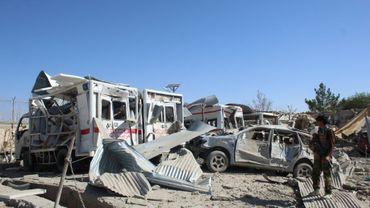 Les forces de sécurité afghanes inspectent sur le site d'une explosion à Qalat dans la province de Zaboul, le 19 septembre 2019