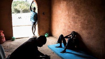 De jeunes Sénégalais vivant habituellement dans les rues,  en quarantaine dans un centre  près de Dakar,  10 avril 2020