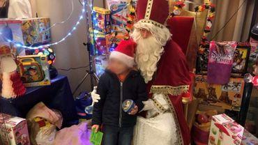 Saint-Nicolas a fait des heureux chez les enfants défavorisés de Charleroi