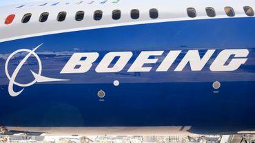Boeing pourrait ouvrir un nouveau front dans sa compétition avec Airbus en concrétisant bientôt son projet d'avion du milieu du marché, aux capacités d'un long-courrier mais aux coûts d'exploitation d'un moyen-courrier, qui pourrait ouvrir de nouveaux marchés de l'aérien