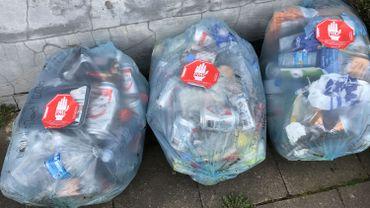 A Charleroi, 20% du contenu des sacs PMC n'est pas conforme.