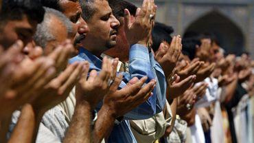 Des dizaines de milliers de pèlerins vêtus de noir ont convergé ces derniers jours à Bagdad pour la commémoration, samedi, du martyr de l'imam Kazem, figure majeure de l'islam chiite.