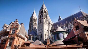 Tournai, ville millénaire dont la riche histoire se reflète à travers son extraordinaire architecture.