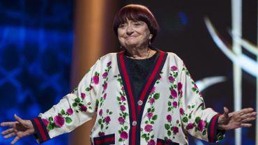 """La cinéaste de la Nouvelle vague Agnès Varda, 90 ans, a indiqué mercredi qu'elle """"ralentissait"""" et """"se préparait à dire au revoir"""", lors du festival du film de Berlin."""