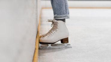Pour rester ouverte malgré les règles anti-Covid, une patinoire polonaise devient une boutique de fleurs