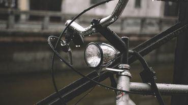 Distribution de kits d'éclairages pour vélos aux Guillemins
