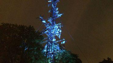 La tour de Nicolas Schöffer, telle qu'elle est apparue, dans la nuit de lundi: de premiers essais réussis!