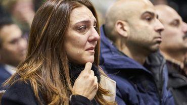 Une femme pleure lors d'une cérémonie d'hommage aux victimes du crash d'un Boeing en Iran, à l'université de Toronto le 12 janvier