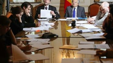 Marc Monbaliu et Didier Reynders, lors de la conférence de presse sur la dette belge, le 21/06/2010