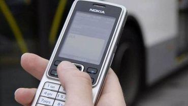 Désormais, pour payer son stationnement à Arlon, vous pourrez envoyer un SMS avec votre numéro de plaque... (illustration)
