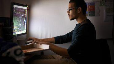 Plus de la moitié des internautes joue en ligne