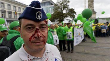 Bruxelles: 4000 policiers manifestent pour dénoncer les violences subies