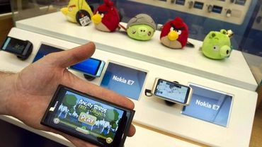 Illustration: la populaire application Angry Birds sur un smartphone Nokia