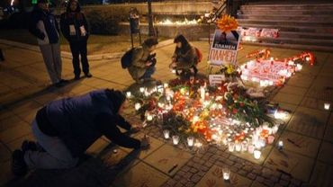 Des bougies allumées à la mémoire de Plamen Goranov devant l'hôtel de ville de Varna, en Bulgarie, le 4 mars 2013
