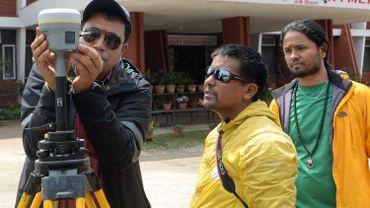 Des alpinistes népalais vont mesurer à nouveau le mont Everest