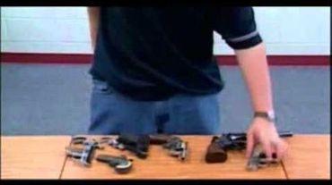 Le professeur avait amené son arme en classe sans autorisation.