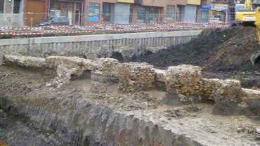 Les fortifications découvertes lors des travaux de la Place de la Digue en 2011