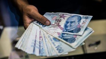 La livre turque dégringole après la démission d'un vice-gouverneur de la banque centrale